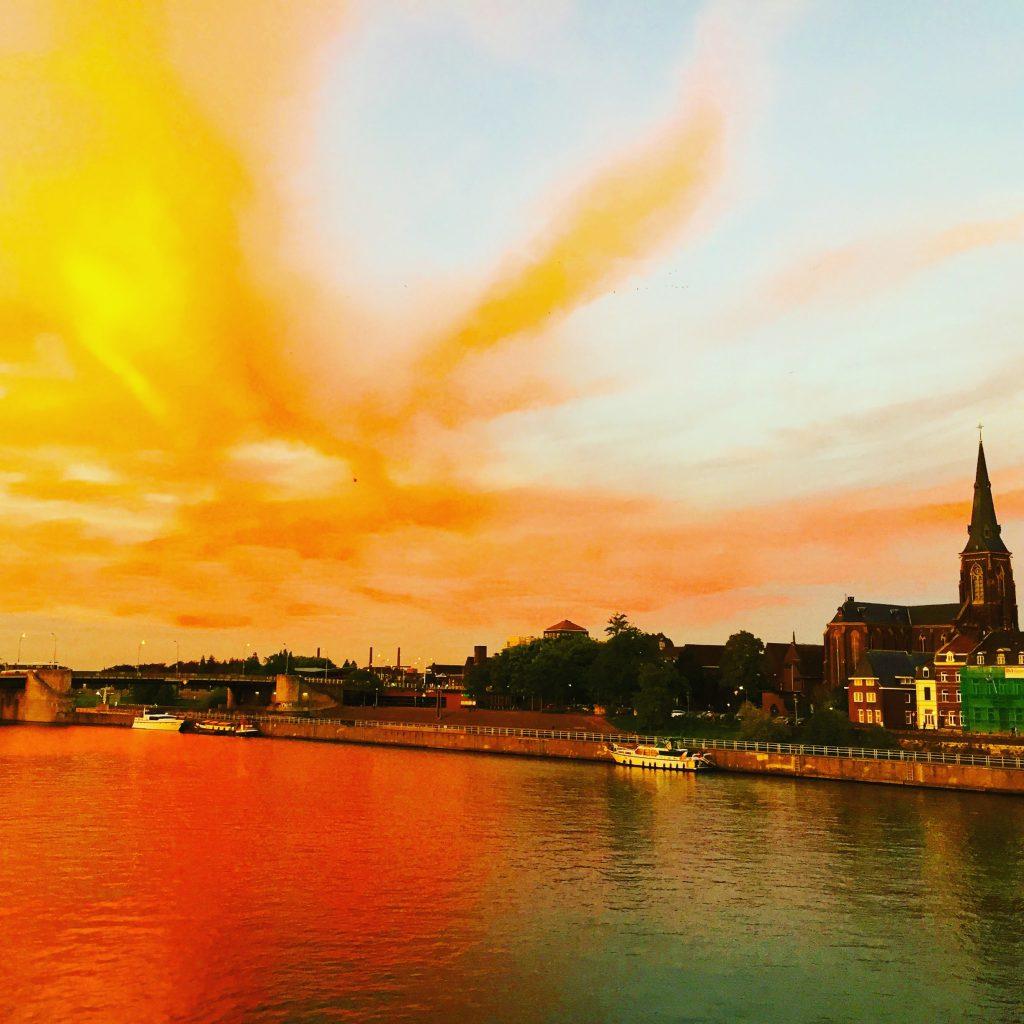 夕暮れのマース河