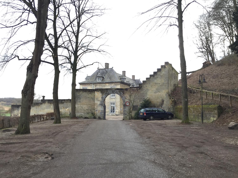 お城への入り口