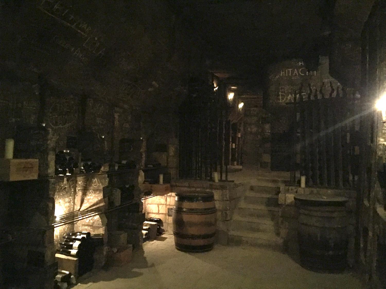 洞窟内ワインセラー